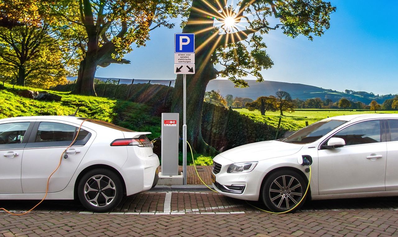 """直击两会关键词""""新能源汽车"""",细数电池安全的幕后守护者"""